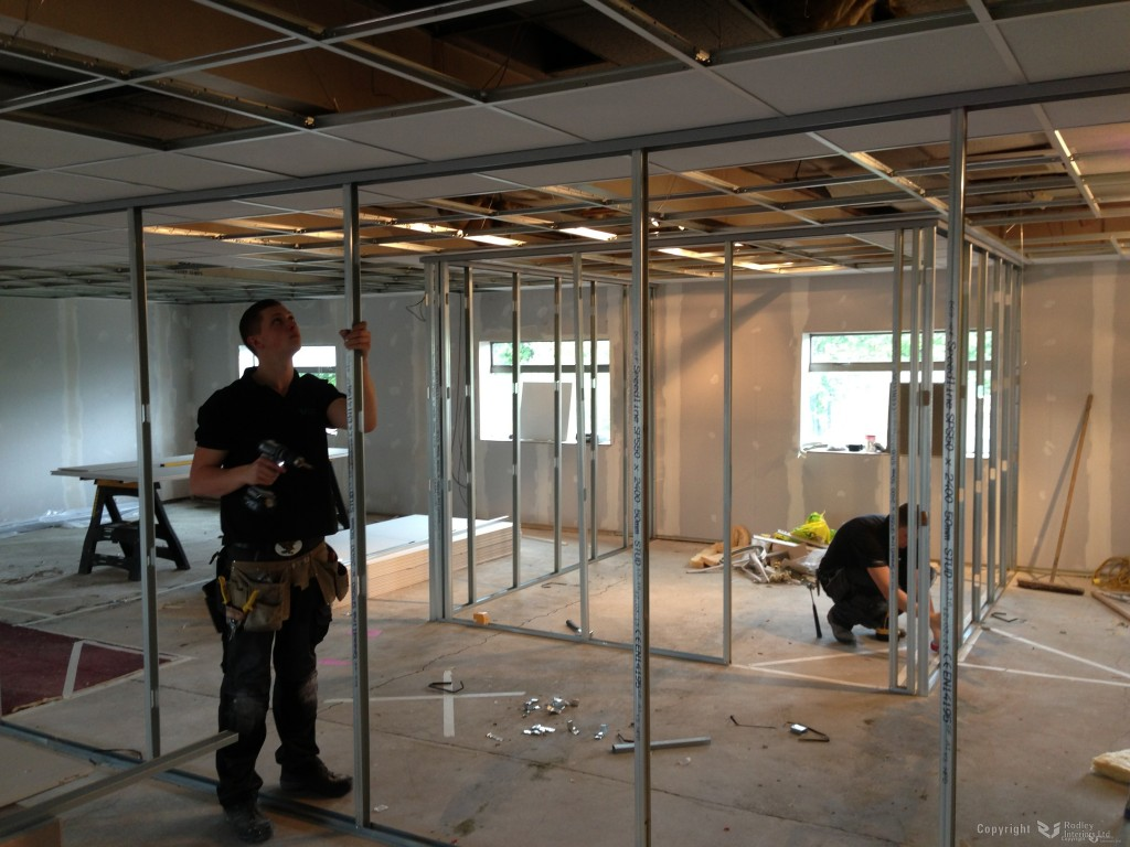 Fixing-studs-upright-on-75mm-office-partitioning-1024x768